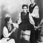 Леся Українка З Оксаною Старицькою та сестрою Ольгою, 1896 р.