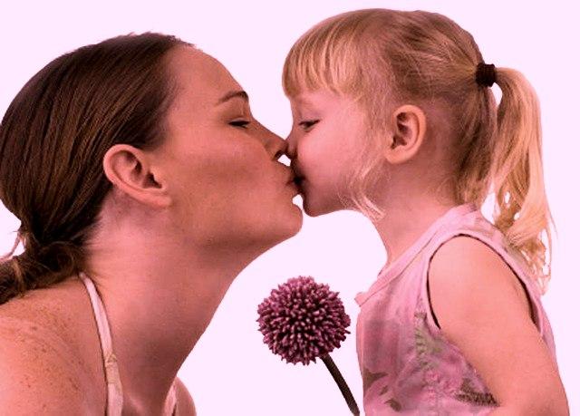 Не забувайте цілувати матерів