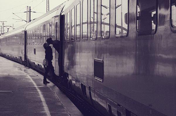 Чуєш, дівчинко, у мене сьогодні потяг