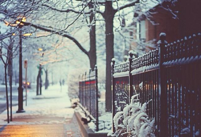 криштальне повітря нанизує сніг...
