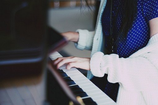 Навчи мене грати мелодію тиші, навчи...