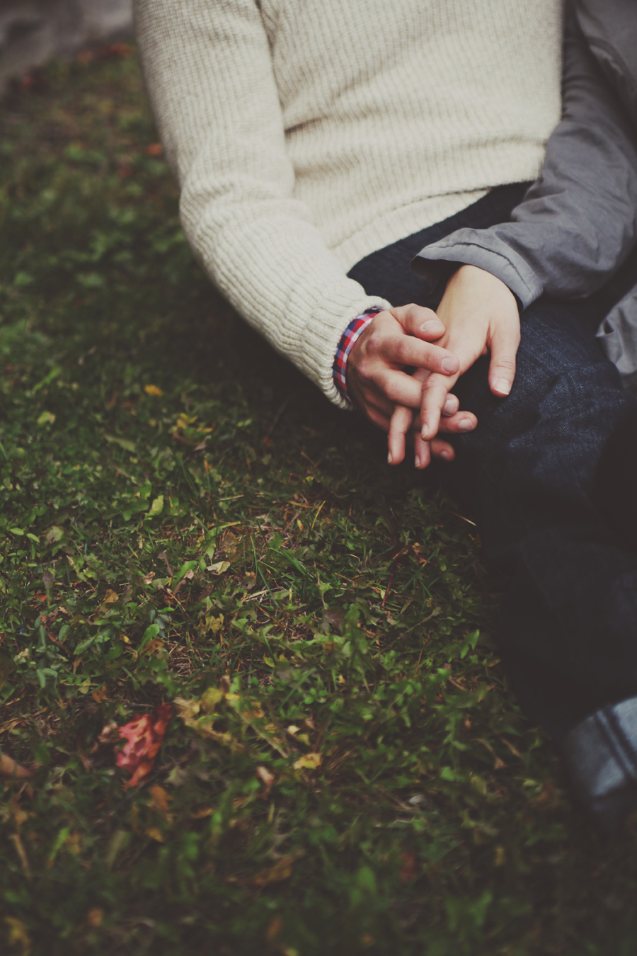 Візьми мою руку, стисни і тримай...