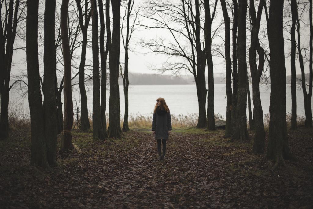 ми поза сезонами осінь співає соло